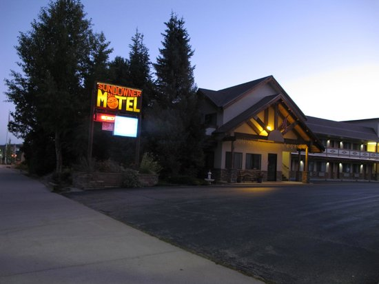 Americas Best Value Sundowner Motel: view from Hwy 40