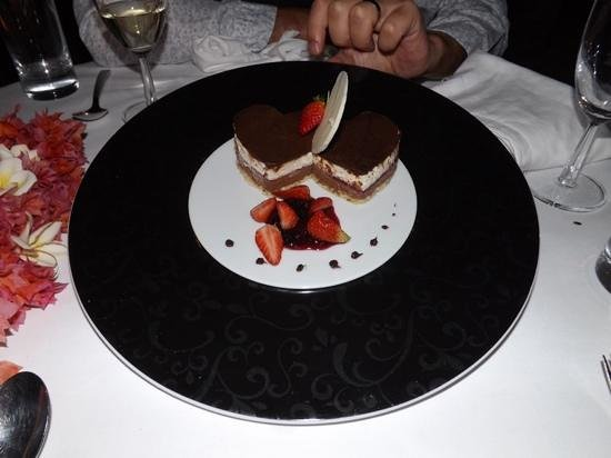 LUX* Le Morne: Dessert for two for the romantic dinner