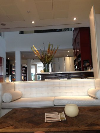Hotel Pulitzer: Waiting area