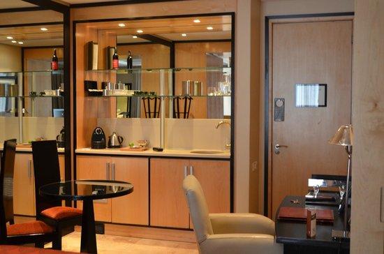 No 5 Boutique Art Hotel: Küchenbereich