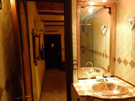 Hotel Xaluca Dades: Badkamer