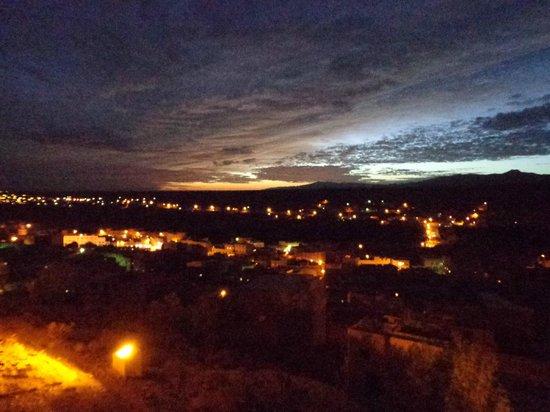 Hotel Xaluca Dades: Nachtelijk uitzicht over de stad Boumalne