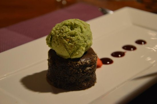 Olio Italian Restaurant: Chocolate Lava with ice cream