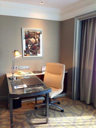 InterContinental Bangkok: Club Suite work area