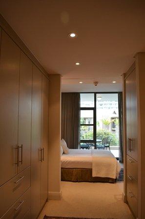 African Elite Properties: Blick von Badezimmer auf das Schlafzimmer