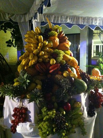 Club Hotel Dolphin : Fruit display