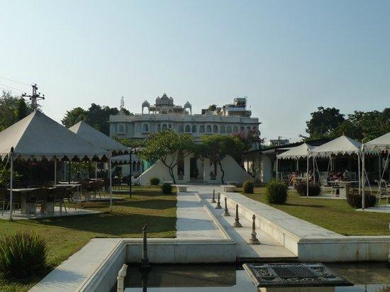 Ram Pratap Palace: Outside breakfast and dining area