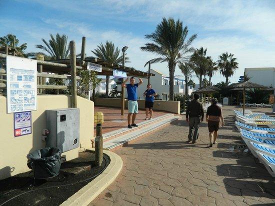 HL Paradise Island : Spotless Poolsides