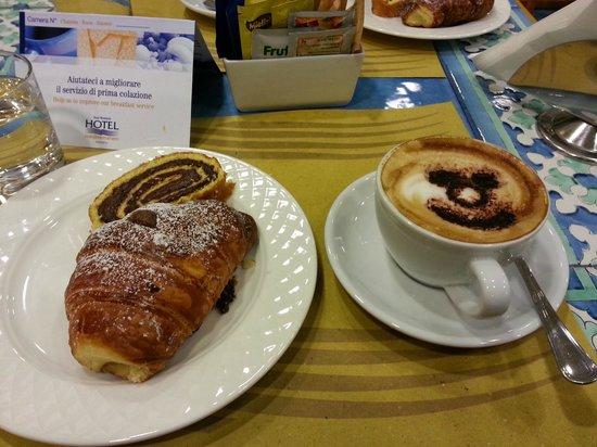 BEST WESTERN Hotel Mediterraneo: Colazione con cappuccino e cornetto