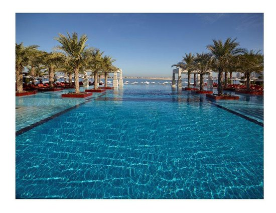 Great swimming pool picture of jumeirah zabeel saray for Good swimming pools