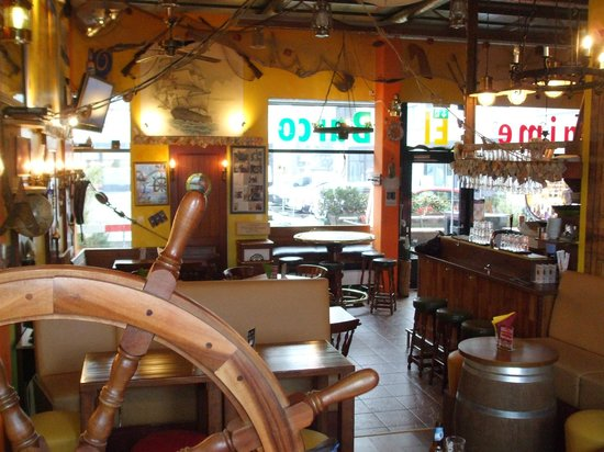 Jaime El Barco : Restaurant seating and decorations
