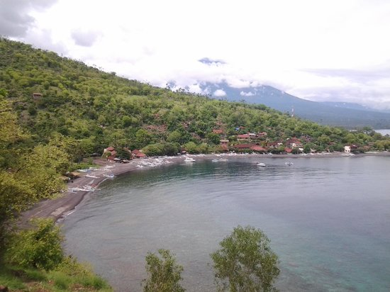 Arya Amed Beach Resort : the beach reaort of Amed, 2 kilometers to the East