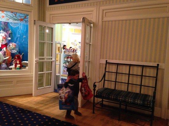 Disney's Newport Bay Club : At the hotel shop