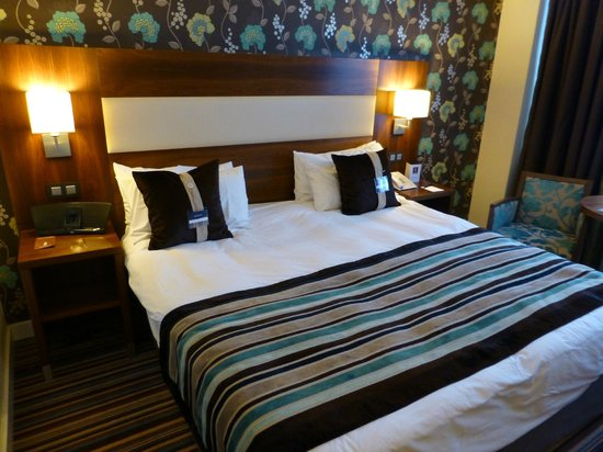 Leopold Hotel Antwerp: Large double comfortable bed