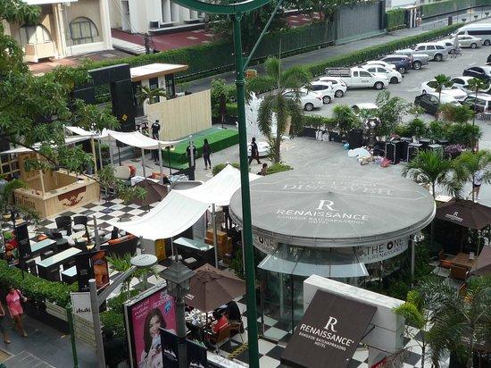 Renaissance Bangkok Ratchaprasong Hotel: 通り側カフェ