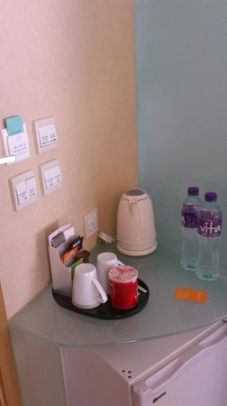 Dorsett Mongkok Hong Kong : Complementary water, kettle and tea/coffee