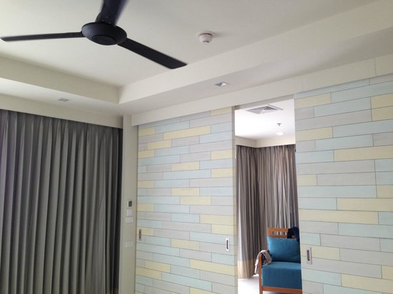 Holiday Inn Resort Krabi Ao Nang Beach : Bed room (separated by partition from living room)
