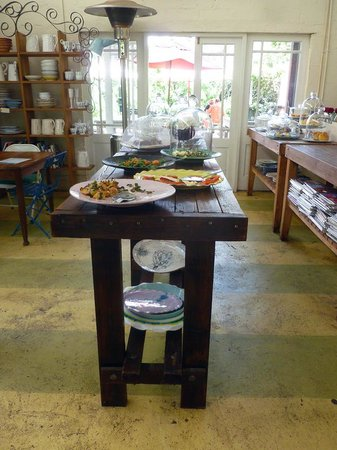 Cafe Bloom: Food table