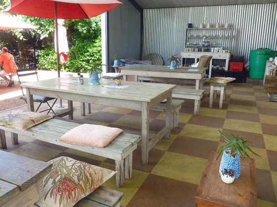 Cafe Bloom: Outdoor seating area