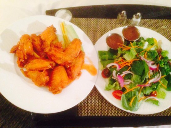 W Atlanta Midtown: Wings n salad $32!!!