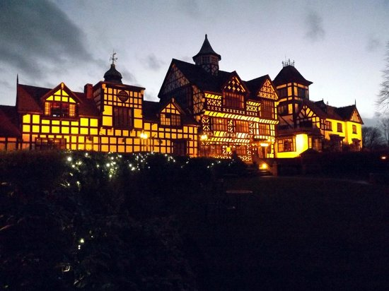 Wild Boar Hotel: Lit up in the evening