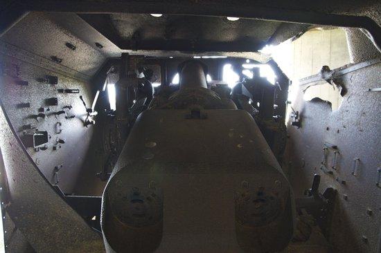 Batterie de Longues : Une pièce d'artillerie vue de l'intérieur