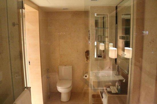 Dorsett Grand Subang: room