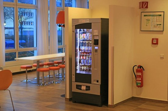 ibis Budget Berlin Ost: Vending machine