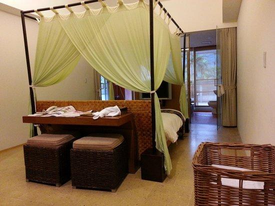 Luminous Hot Spring Resort & SPA: 公主床,很大張