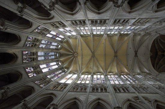 Beauvais Cathedral: Le choeur vu en contre-plongée