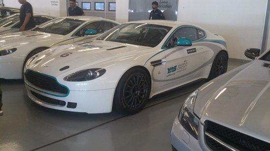 Yas Marina Circuit : cars..