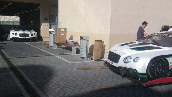 Yas Marina Circuit : Bentleys from the 12h race