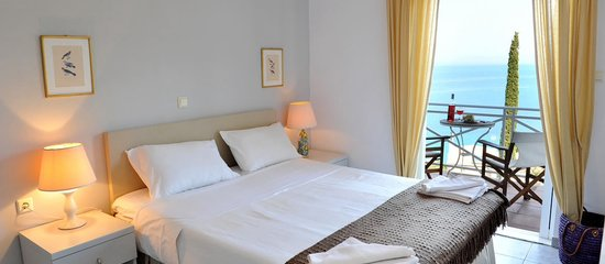 Myrto Vacation Relaxing Homes : Luxury & Charming double bedroom with amazing sea view over the Ionian Sea.