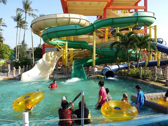 Splash Jungle Waterpark : 3 slides here are fun for older kids and adults and there are another two more extreme ones on t