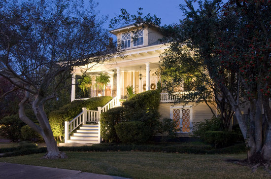 Southern Comfort Bed and Breakfast: Enjoy Southern Architecture