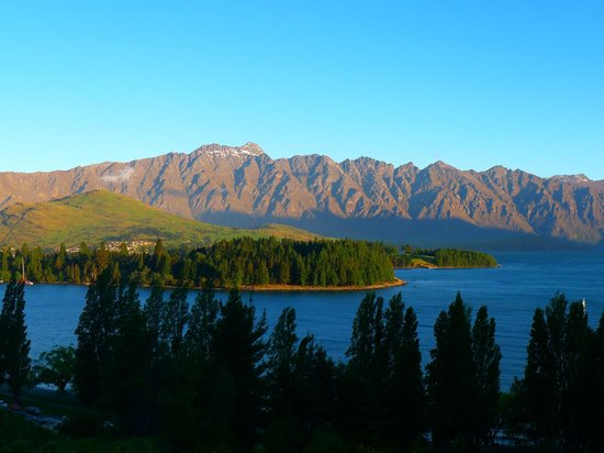 Highview Apartments : View of Lake Wakatipu and mountain ranges