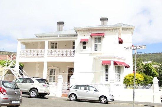 Underberg House: facade et terrasse