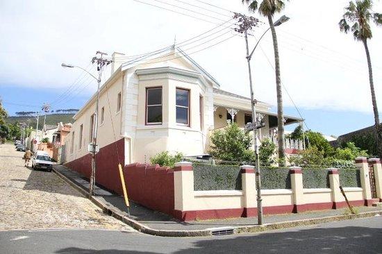 Underberg House: facade