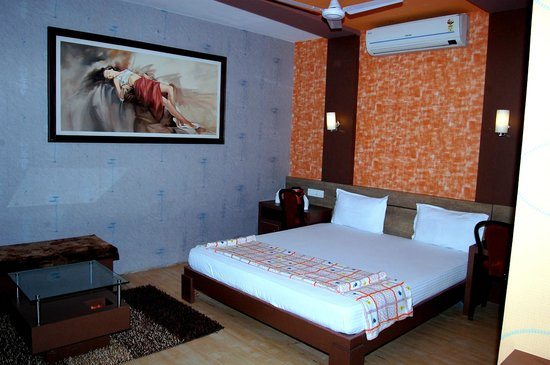 Shiv Hotel: Suit A/C D.Bed