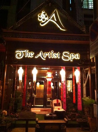 Artist Beauty & Day Spa : Treat your body to one of our spa packages.