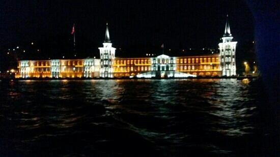 Historische Viertel von Istanbul: σχολή ναυτικών δοκιμων