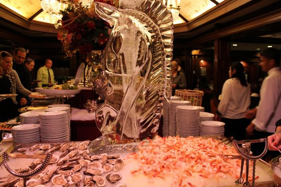 The Manor Restaurant: Ice Sculpture