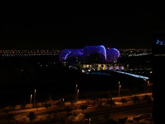 Radisson Blu Hotel, Abu Dhabi Yas Island: Blick vom Balkon bei Nacht