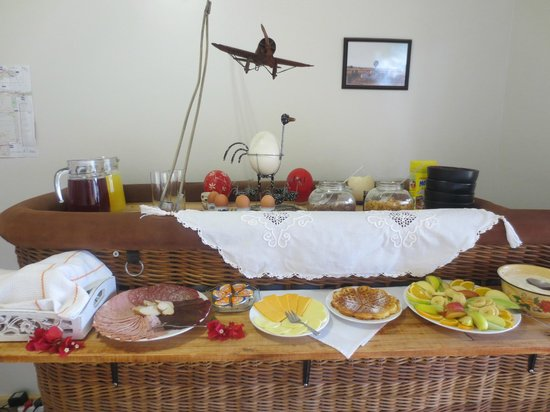 Petras Gasthaus: Breakfast Buffet - Fresh, tasty & plentiful