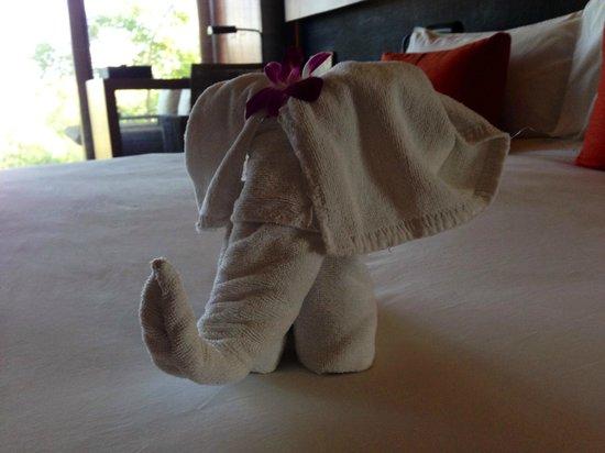 Anantara Chiang Mai Resort: Towel elephant