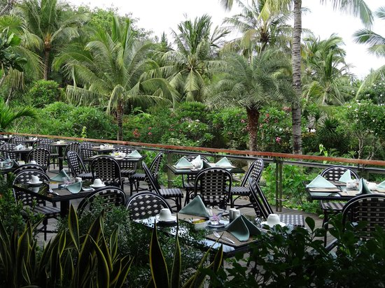 Padma Resort Legian: Gardens over Donbiu