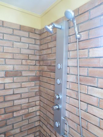 Petras Gasthaus: Outdoor Shower