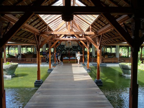 Padma Resort Legian: Walkway to Donbiu