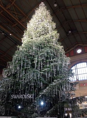 Hotel Continental Zurich - MGallery by Sofitel: swaroski million dollar tree at christmas /railway station
