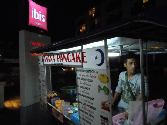 ibis Phuket Patong: Banana pancake store outside hotel. ~50BHT/pc - must try!
